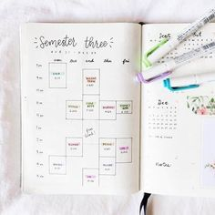 25 Creative School Bullet Journal Layouts {to help you stay on top of your study game!} 25 Creative School Bullet Journal Layouts {to help you stay on top of your study game! Bullet Journal Inspo, Bullet Journal School, Bullet Journal Spread, Bullet Journal Ideas Pages, Bullet Journal Layout, Journal Pages, Bullet Journal For College Students, Bible Bullet Journaling, Journal Format