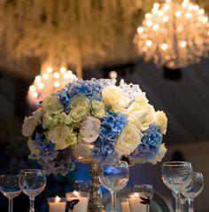 Casamento Asiático de luxo com lustres e flores como decoração  Os lindos lustres de cristal brilhante são obrigatórios em um casamento Asiático. Normalmente somos contratados para este tipo de casamentos para fornecer atmosfera com os nossos lustres. No London Grosvenor House, A JW Marriott Hotel, fornecemos cinco dos nossos lustres Maria Theresa Type-MT-30. Maria Theresa, 30, Table Decorations, House, Furniture, Home Decor, Wedding Decoration, Crystal Chandeliers, Night Lamps