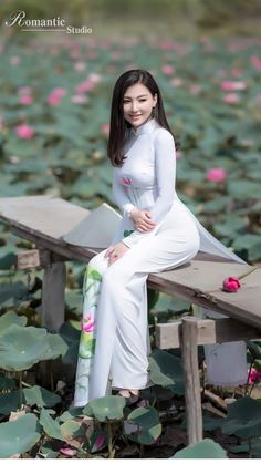 Vietnamese long dress Sexy Asian Girls, Beautiful Asian Girls, Beautiful Women, Sweet Girls, Beautiful Vietnam, Vietnam Girl, Pretty Asian, Ao Dai, Asia