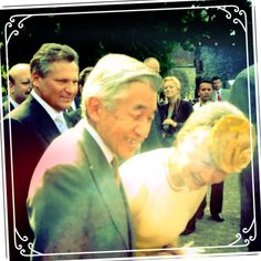 #japan #emperor #Akihito #mylife #cracow #heisei #今上天皇 #天皇陛下 #oldmemories My first and the only one so far encounter with Akihito the 125th emperor of Japan and Empress Michiko - during His & Her Majesty's visit to Poland (2002). Restoring old photos :) via Instagram