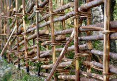 Rakenna riukuaita | Meillä kotona Garden Nook, Farm Gardens, Dream Garden, Container Gardening, Wood, Green, Plants, Fences, Garden Ideas