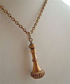 I dream of Jeannie Bottle necklace!!!! I wouldn't want this but I LOVED THAT SHOW!!!!! I Love Jewelry, Jewelry Design, Jewelry Making, I Dream Of Genie, Pink Smoke, Dream Of Jeannie, Genie Bottle, Bottle Necklace, Classic Tv