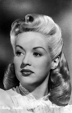 Hairstyles with Vintage Glamour Betty Grable Of 94 Awesome Hairstyles with Vintage Glamour Old Hollywood Glamour, Golden Age Of Hollywood, Vintage Glamour, Vintage Hollywood, Hollywood Stars, Classic Hollywood, Vintage Makeup, Vintage Beauty, 1940s Hairstyles