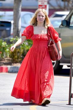 Natural beauty: Kristen Bell chose to forgo her red carpet glamour as she headed out to run errands while make-up free in Los Angeles on Sunday Kristen Bell, Bell Pictures, Spring Summer Trends, Beautiful Actresses, Veronica Mars, Beautiful Women, Make Up, Red Maxi, Celebs