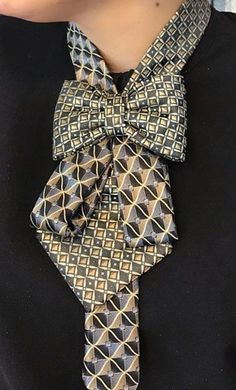 Curtain – Loved it ! Tie Styles, Scarf Styles, Sewing Clothes, Diy Clothes, Diy Fashion, Ideias Fashion, Old Ties, Head Scarf Tying, Tie Crafts