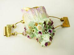 Casa Kiro Joyas. Bracelet. Barnacle shell fragment, resin, brass, gold leaf