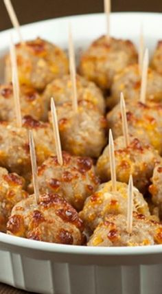 Sausage Cheese Balls Sausage Cheese Balls make for the perfect little appetizer to serve to your guests at any holiday party, football party, and especially for New Year's Eve. Finger Food Appetizers, Yummy Appetizers, Appetizers For Party, Appetizer Recipes, Dip Recipes, Meatball Appetizers, New Years Appetizers, Dinner Recipes, Recipies