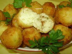 Reteta Chiftelute picante de cartofi cu cascaval - Aperitive / Garnituri Good Food, Yummy Food, Veggie Dishes, Lasagna, Potato Salad, Vegetarian Recipes, Appetizers, Food And Drink, Potatoes