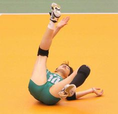 22 Times Volleyball Players Showed Us More Than Just A Perfect Serve Female Volleyball Players, Women Volleyball, Young Cute Boys, Cute Teenage Boys, Volleyball Shorts, Beach Volleyball, Artistic Gymnastics, Gymnastics Girls, Young Boys Fashion