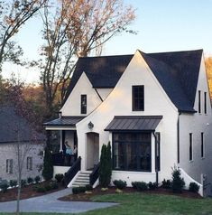 beautiful modern farmhouse exterior design ideas 44 – Home Decor Exterior Cottage Exterior, Modern Farmhouse Exterior, Tudor House Exterior, Farmhouse Decor, Bungalow Exterior, Farmhouse Ideas, Design Patio, Exterior Design, Exterior Paint