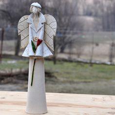 anioł czerwona róża.rok powstania 2011,sygnatura autorska,h-34cm
