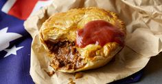 classic mince pie made with a shortcrust base and a rich beef mince gravy. Aussie Pie, Australian Meat Pie, Aussie Food, Australian Recipes, Beef Pies, Mince Pies, Waffle Americano, Minced Beef Pie, Minced Beef Recipes
