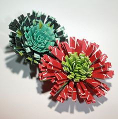 http://www.scrap-a-little.com/2010/09/tutorial-for-quilled-flowers.html