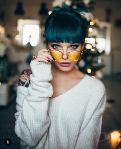 Short hair is so playful that there are a bunch of cool ways you can style it. Check out these 50 incredible DIY short hairstyles. Cabello Pin Up, Mujeres Tattoo, Hair Extensions For Short Hair, Short Hair Styles, Natural Hair Styles, Grunge Hair, Diy Hairstyles, Drawing Hairstyles, Formal Hairstyles