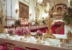 Prince William and Kate Middleton Wedding: The 650 guests invited to the lunch reception will also travel to Buckingham Palace by coach and carriage. Of these, only around half will stay for the evening dinner dance. William Kate Wedding, Principe William Y Kate, Royal Party, Palace Interior, Estilo Real, Royal Residence, Prince William And Kate, Prince Philip, Prince Charles