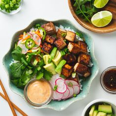 An easy, vegan tofu banh mi bowl with quick, homemade pickles that you'll want to put on everything! Customize your banh mi bowl with rice or quinoa.