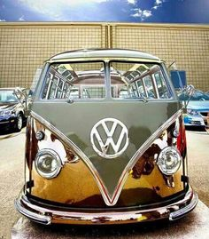 Gold doesn't rust, wish I could afford Bus Camper, Campers, Kombi Trailer, Volkswagen Minibus, Volkswagen Beetles, Volkswagen Golf, Combi T2, Combi Split, Carros Bmw