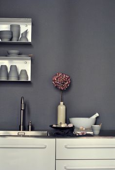 When minimalism hits in, you kow that texture and constructional consequence is all that matters. Then you'llneed EKATER Constructions S. Gray Painted Walls, Grey Walls, Interior Architecture, Interior And Exterior, Interior Design, Interior Inspiration, Design Inspiration, Beautiful Kitchens, Kitchen Design