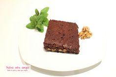 Brownie de chocolate con nueces… Hoy hacemos la receta clásica de este postre americano, que toma su nombre del color marrón oscuro que presenta. http://postresentreamigos.com/brownie-de-chocolate-con-nueces/