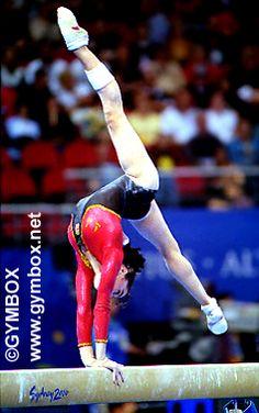 Susana García (Spain) on balance beam at the 2000 Sydney Olympics