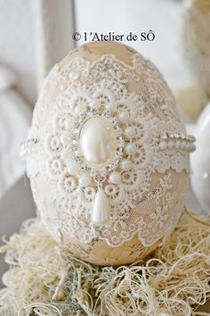 Easter Egg Crafts, Easter Projects, Easter Decor, Easter Eggs, Carved Eggs, Church Crafts, Egg Art, Easter Table, Egg Decorating