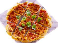 Nada melhor do que receber os amigos em casa. E para agradar ainda mais, essa pizza é ideal. Chef: Giada De Laurentiis