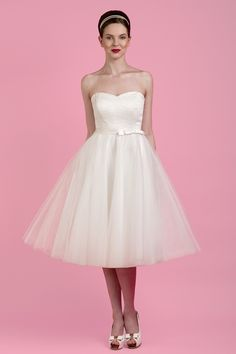This short strapless wedding dress is TOO CUTE.