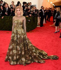 Pin for Later: Seid glamourös oder lasst es sein: Alle Stars vom roten Teppich der Met-Gala! Kate Mara