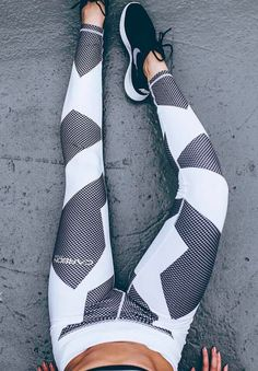 Nike tights, black white and grey. Yoga and fitness/ active wear. Follow the board for more inspiration!
