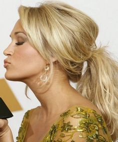 Cute Hairstyles for Medium Hair - Carrie Underwood