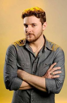 I have a lot of favorite Chris Young photos.this may have just topped all of them. Chris Young Concert, Chris Young Songs, Male Country Singers, Country Music Artists, Alan Young, Hot Country Boys, George Strait, Raining Men, Luke Bryan