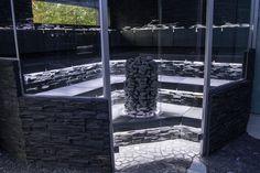 Sähkökiuas Mondex Total Rock E. Total Rockin patentoitu rakenne takaa ainutlaatuisen kiuastaideteoksen. Nauti kiven karheasta kauneudesta sekä mehevistä ja kosteista löylyistä. #habitare2014 #design #sisustus #messut #helsinki #messukeskus
