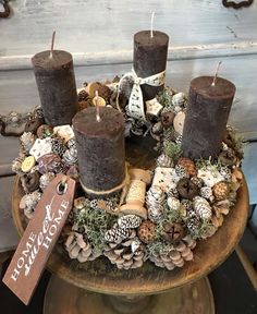 Xmas Christmas Table Decorations, Christmas Advent Wreath, Christmas Candles, Christmas 2016, Rustic Christmas, Christmas Home, Christmas Crafts, Brown Candles, Advent Candles
