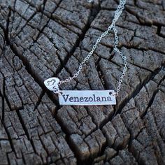 Great gift for that Special Venezuelan lady in your life! It does not have the flag colors but it doesn't really need it!!! To buy it please Click here to get the My Handmade at Amazon store link @mgdcasualjewelry PLUS it is a Prime product so it will ship really quick! . . .  #bilingualandlovingit #mgdcasualjewelry #venezuelan #venezuela #venezuelalibre #venezuelaforum #venezuelans #venezuelanfriends #venezuelanwife #venezuelanmom #giftforher #venezuelanmap #venezuelanjewelry…