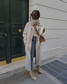 Photo shared by Aïda | french Minimalist style on December 22, 2020 tagging @hm, @miumiu, @zara, @shopthecurated, @nakdfashion, @myxnamexisxblake, and @basicstouch. Image may contain: one or more people and people standing. Winter Mode Outfits, Winter Fashion Outfits, Autumn Winter Fashion, Fall Outfits, Vogue Fashion, Denim Fashion, Daily Fashion, Classy Outfits, Casual Outfits