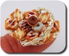 ... food-linda-cummings-igma-fellow-donuts-tarts-dollhouse-miniature-food