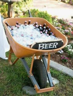 Cute idea for back yard wedding Or housewarming party with little bottles of mos. - Cute idea for back yard wedding Or housewarming party with little bottles of moscato and other wine - Burger Bar, Soirée Bbq, Barbeque Wedding, Outdoor Parties, Backyard Parties, Backyard Barbeque Party, Outdoor Weddings, Backyard Party Foods, Baby Shower Barbeque