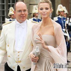 Alberto di Monaco e Charlène Wittstock:Li abbiamo visti sorridere alla sfilata di Louis Vuitton a Monaco ed ora la felice notizia, aspettano un bambino.http://www.sfilate.it/226433/alberto-monaco-charlene-wittstock-aspettano-bambino