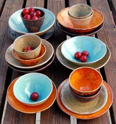servizi da tavola, ciotole, piatti e bicchieri realizzati a mano al tornio