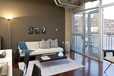 Google Image Result for http://minneapoliscondoguide.com/images/buildings/20080516043621_Herschel%2520lofts-305%2520Balcony-LivingRoom.jpg