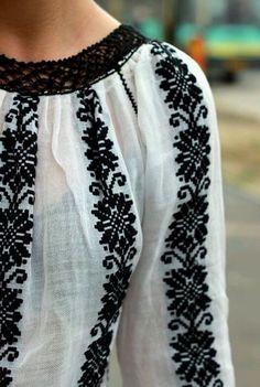 Embroidery from Oksana Caravan. Lviv / Metropolitan Gardens of Andrey Sheptytsky / - Stickerei Ideen Folk Embroidery, Embroidery Fashion, Embroidery Designs, Folk Fashion, Womens Fashion, Looks Style, My Style, Bohemian Mode, Embroidered Clothes