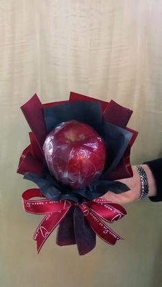 Flower Bouquet Diy, Bouquet Wrap, Gift Bouquet, How To Wrap Flowers, Diy Flowers, Flower Decorations, Paper Flowers Craft, Flower Crafts, Bouquet Cadeau