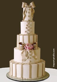 Clean and Cute  LOVE the style and colour of this #wedding cake