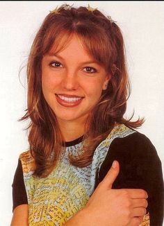 ♥ ♛ Britney Spears ♛ ♔♕☻☽ it's Britney, bitch ♛ Todd Kaplan 1998 Britney Spears Young, Britney Spears 1998, Britney Spears Pictures, Harry Styles Hair, Baby One More Time, Britney Jean, Iconic Women, Pop Singers, Accessories