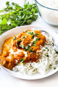 Indian butter chicken (murg makhani) recipe that is so simple and easy to follow. Delicious juicy chicken cooked with homemade Indian tandoori masala, tossed in rich and buttery tomato gravy, best served with naan or rice. #Indian #butter #chicken #authentic #recipe #homemade #boneless #shredded #oven #easy #simple #delicious #curry #murg #makhani #restaurant #style Tandoori Chicken Marinade, Tikka Masala Sauce, Cooking Onions, Tandoori Masala, Tomato Gravy, Indian Butter Chicken, Indian Food Recipes, Ethnic Recipes, Food Test