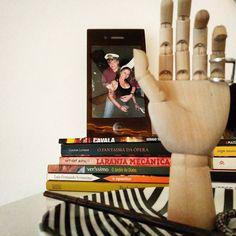 Detalhes ❤️ #bomdia #detalhes #details #decor #photography #fotografia #woodenhand #livros #book #books #geometric #home #homedesign #homedecor #homeinspiration #homesweethome #lar #lardocelar #apto #amor #love http://tipsrazzi.com/ipost/1506513629012180967/?code=BToNinqjj_n