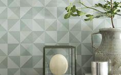 geometriska mönster i grönt tapet Eco Dimensions