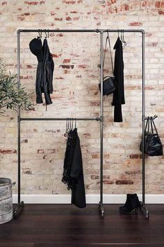 Wild Bill Elliot - Freestanding clothes rack with two .- Wild Bill Elliot – Freistehender Kleiderständer mit zwei Ebenen Practical and sturdy clothes rack made of iron pipes – to buy at RackBuddy - Pipe Furniture, Furniture Design, Furniture Showroom, Rustic Furniture, Boutique Interior, New Swedish Design, Deco Studio, Garment Racks, Iron Pipe