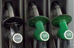 Avajaisen aikana tarjouksena kaikille vaihto-auton ostajille tankki täyteen kaksi kertaa
