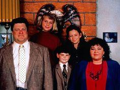 """Grosse Freude für die Fans! Nicht nur der Hauptcast ist beim """"Roseanne""""-Revival dabei, auch diese Schauspielerinnen haben zugesagt. Das Revival der US-Erfolgsserie """"Roseanne"""" (1988-1997) nimmt Konturen an. Nachdem bereits der komplette Hauptcast verpflichtet werden..."""